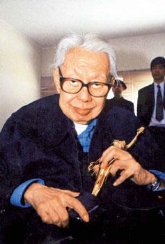 香港著名导演张彻昨晨因肺炎去世 享年79岁(附