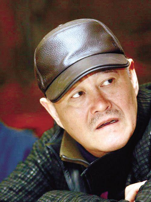 42岁刘谦近照变成胖大叔,与61岁赵本山只差胡子