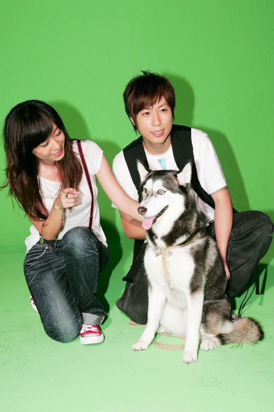 2007年,陈绮贞和阿信共同拍摄了《私奔到月球》MV。
