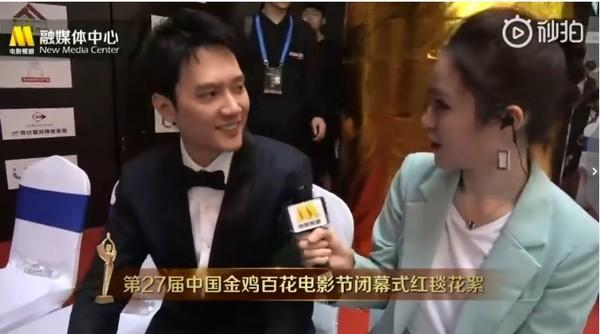 """冯绍峰婚后首公开亮相 害羞替""""赵老师""""宣传新剧"""