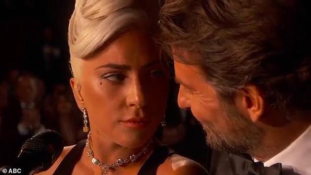 Lady Gaga回应与库珀亲密表演