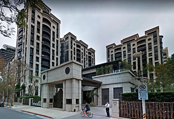 哈林跟张嘉欣的最新住居台北花园,根据媒体粗估可能有1.5亿元(约人民币3300万),不过现在价钱应该没到那么好,且可能是租屋而居。