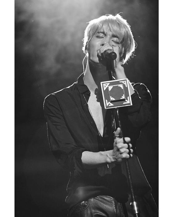 SHINee钟铉去世两周年 公司SM娱乐发布照片追悼
