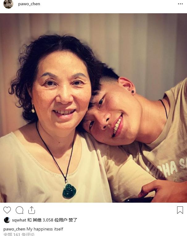 陈坤晒母亲与儿子合影