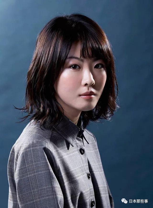 长谷川京子饰演田边真澄,对唯和女儿梢苛刻。